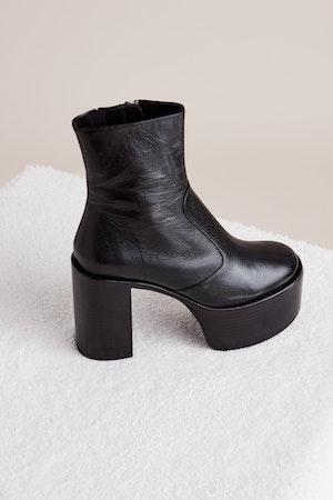High Raid Boot in Black by Simon Miller - 2