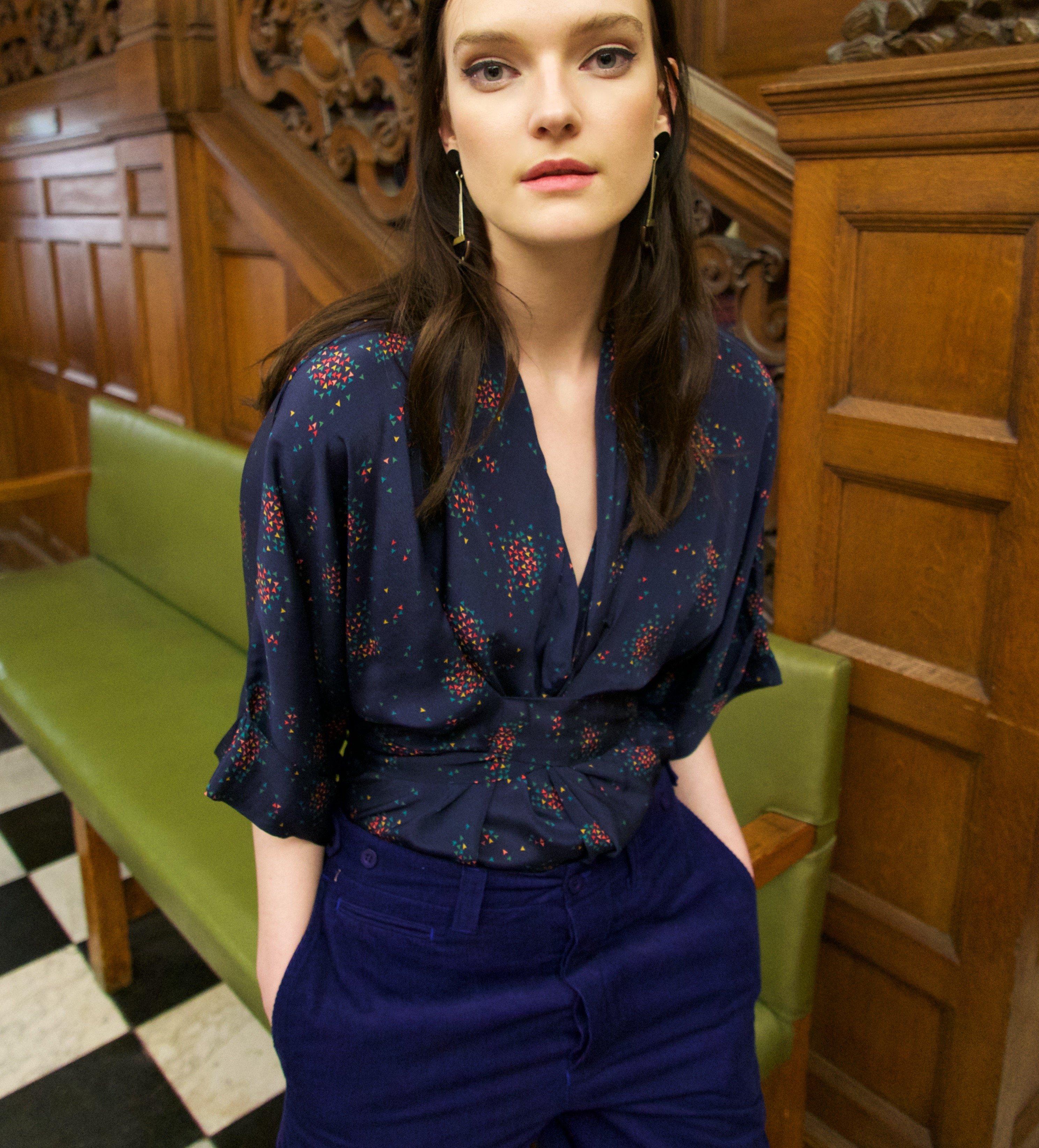 Gloria waisted blouse The Sky navy by Tallulah & Hope - 3