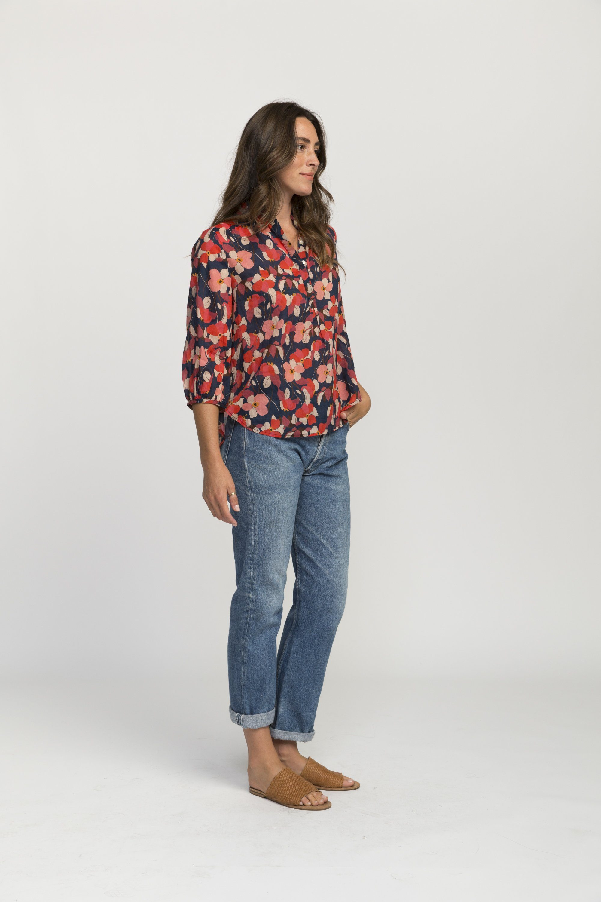 Sara henley shirt NAVY RED FLORAL by Trovata - 4