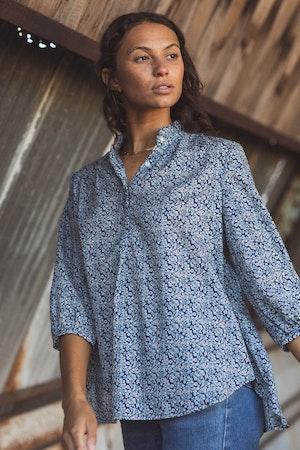 Sara Henley Shirt NAVY FLORAL by Trovata - 2
