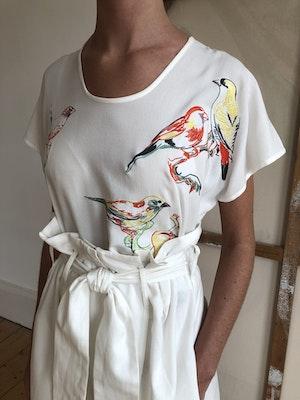 Luxe Tee Lovebirds White by Tallulah & Hope - 1