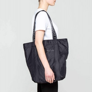 SHOPPER by Vee Collective - 2