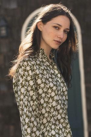 "Sara ""B"" Henley Shirt DAISY PRINT by Trovata - 2"