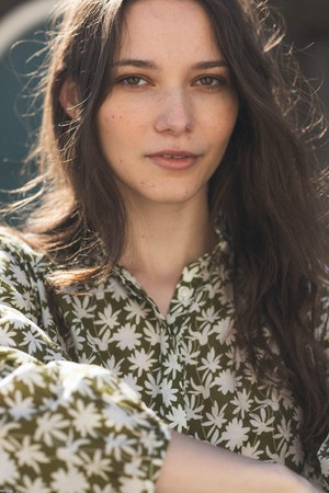 "Sara ""B"" Henley Shirt DAISY PRINT by Trovata - 3"