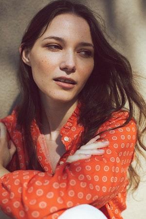 "Sara ""B"" Henley Shirt ADOBE FLOR MEDALLION by Trovata - 2"