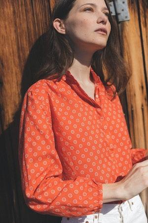 "Sara ""B"" Henley Shirt ADOBE FLOR MEDALLION by Trovata - 1"