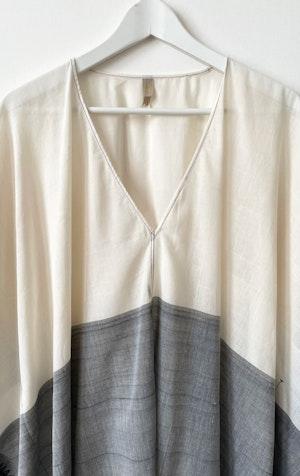 White/Grey V-neck caftan by Two - 2