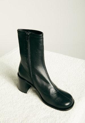 Low Mojo Boot in Black by Simon Miller - 2